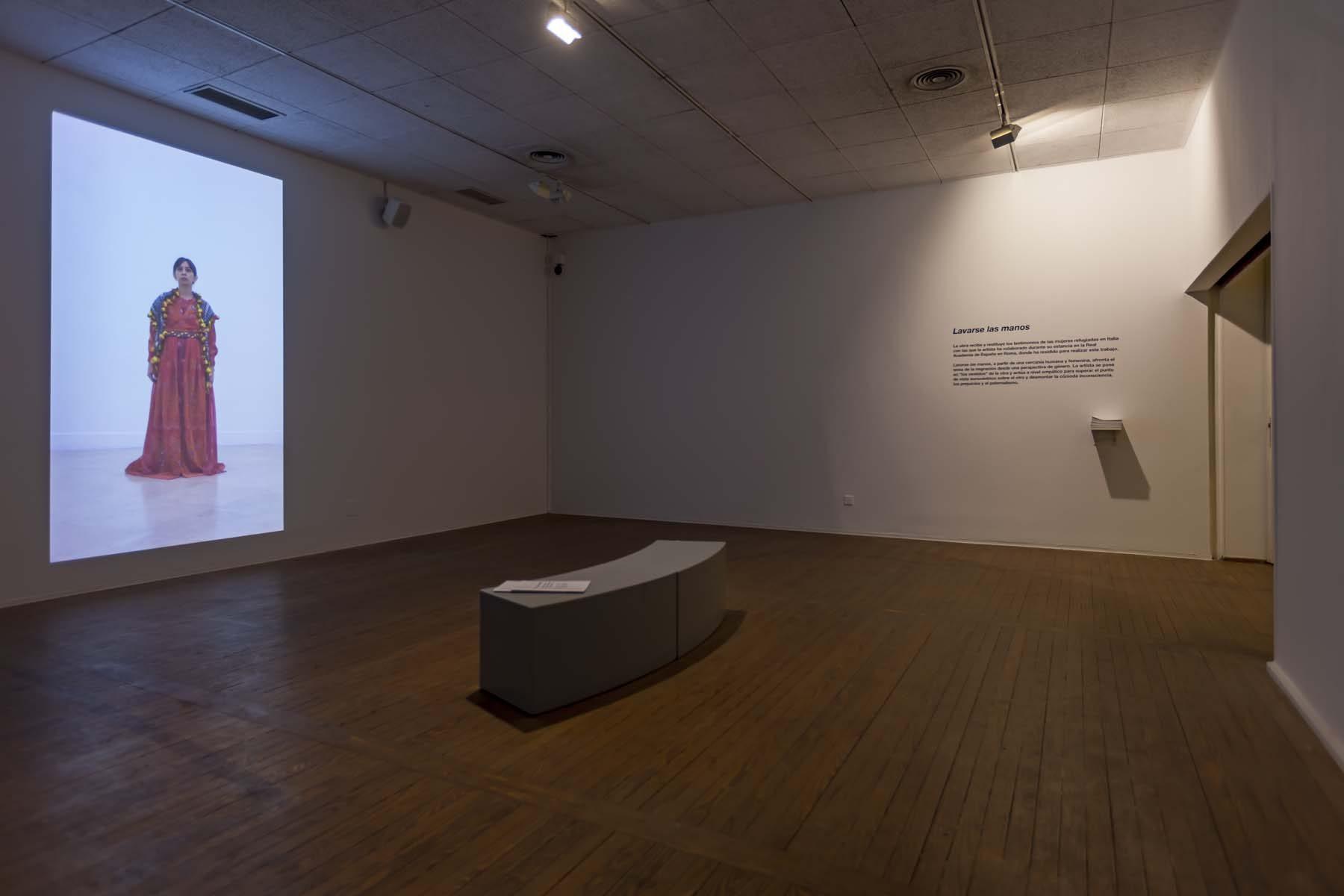Regina José Galindo,Lavarse las manos, video, Casa de América, Madrid, 2019, ph. A. Izquierdo